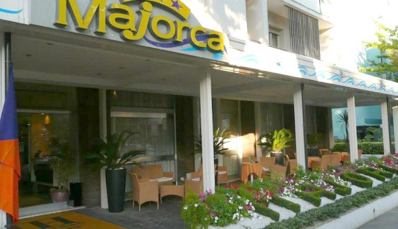 Hotel majorca riccione last minute for Hotel last minute
